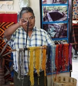 Vallée de Tlacolula - Atelier de tissage - Teintures naturelles à base d'indigo, de cochenilles ou de mousse espagnole