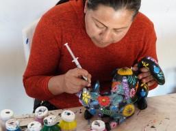 Vers Oaxaca - Atelier d'Alebrijes - Peinture à la seringue (et au pinceau 3 poils)