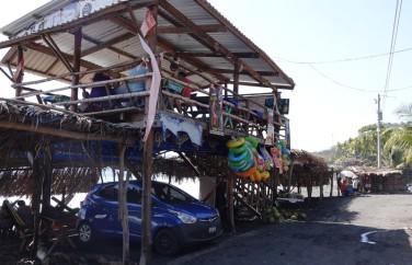 El Sunzal - Places de parking / pique-nique et petite boutique