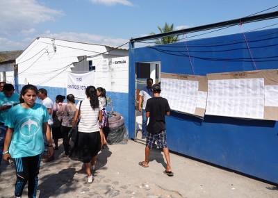 Sur la route, entre El Sunzal et El Tunco - Bureau de vote