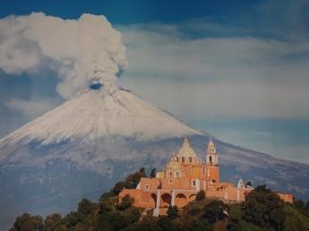 Puebla - Affiche de l'OT sur le volcan Popocatépetl