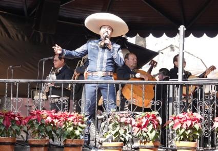 Tlequepaque - Mariachis et chanteur de charme