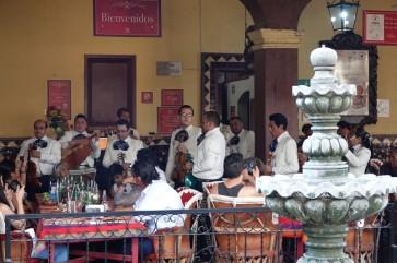 Tlequepaque - Mariachis, groupe n°3 (à 10m de notre table)
