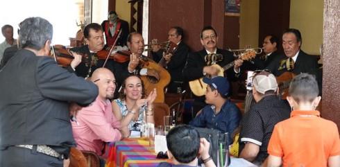 Tlequepaque - Mariachis, groupe n°2 (à 5m de notre table)
