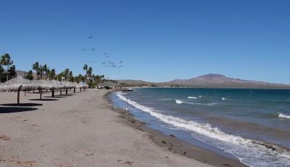 Loreto - Plage à côté du port