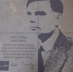 San Francisco - Castro - Hommage à Turing, père de l'intelligence artificielle et héros de la 2nde guerre mondiale - Malgré son génie et les services rendus aux alliés, il a été poussé au suicide par la société de l'époque à cause de son homosexualité...