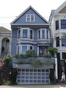 San Francisco - Entre Castro et Mission District, la maison bleue de Maxime le Forestier... Bon, on a été un peu déçus, on ne la voyait pas comme ça !!!