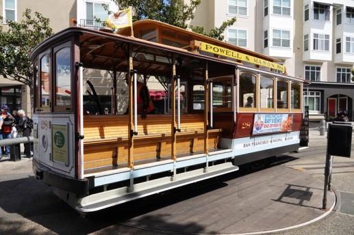San Francisco - Cable-car faisant son demi-tour manuel pour repartir