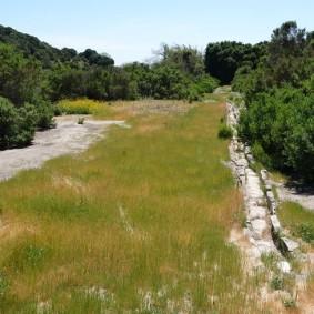 Lompoc - Purisima Mission- Vers la maison de la Source - Canal d'irrigation