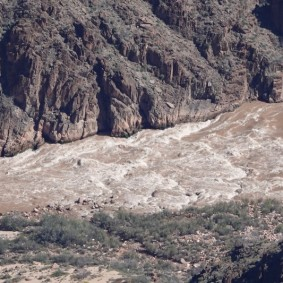 Arizona – Grand Canyon – South Rim, rando sur le trail qui longe Hermit Road - Colorado, rapides !