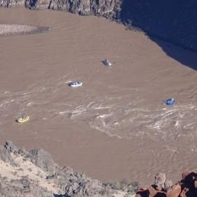 Arizona – Grand Canyon – South Rim, rando sur le trail qui longe Hermit Road - Colorado, rafts