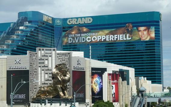 Las Vegas - De l'autre côté du Strip, face à l'Hôtel Excalibur, le MGM et son célèbre lion