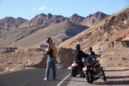 Death Valley National Park - Artists Drive - Ici, les motards sont nombreux !