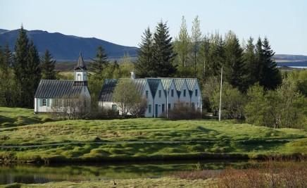 Cercle d'Or - Parc national de Þingvallavatn - Vue sur une jolie église et sur la résidence d'été du Premier Ministre
