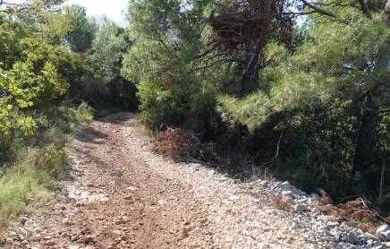 Balade à vélo vers Trogir - Piste rocheuse pas vraiment facile ni agréable à pédaler !