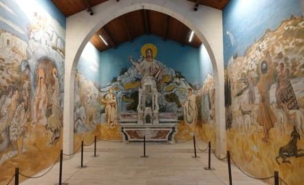 Les Baux de Provence - Ancienne Chapelle des Pénitents Blancs décorée par Yves Brayer