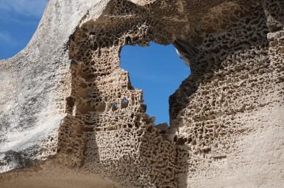 Les Baux de Provence - Château - Détail sur la roche sculptée par les intempéries