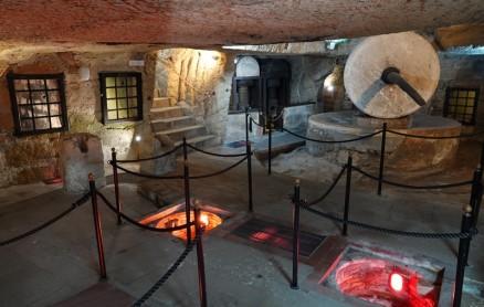 Gallipoli - Vieux pressoir souterrain à huile d'olive