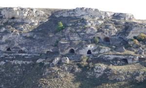 Matera - Vue sur l'autre versant du ravin depuis la montée à l'Église rupestre Madonna de Idris