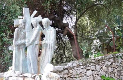 Taormina - Chemin de Croix qui monte à la Chiesa Madonna della Rocca et au Castello