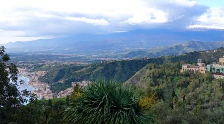 Taormina - Vue depuis le Théâtre Grec - L'Etna est dans les nuages !