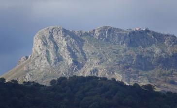 Forza d'Agro - Vue sur un massif montagneux, vers l'ouest