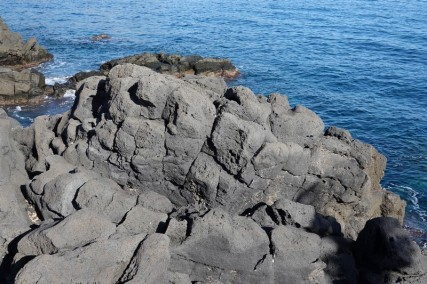 Balade à vélo - Giardini Naxos - A cet endroit, il y a eu des coulées de laver jusque dans la mer.