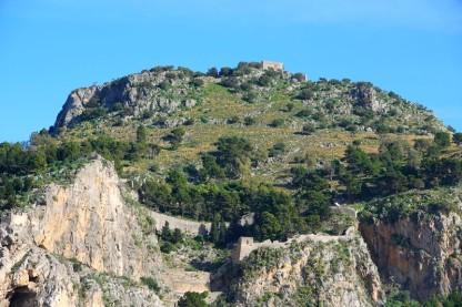 Cefalù - Vue sur la Rocca depuis la plage