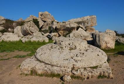 Site archéologique de Sélinonte - Temple G - Gigantesque chapiteau à terre