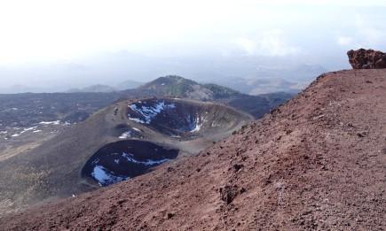 Etna sud - Cratère Silvestri supérieur - Vue sur le cratère inférieur