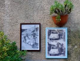 Erice - Non loin du café, une boutique a accroché de vieilles photos : sympa !