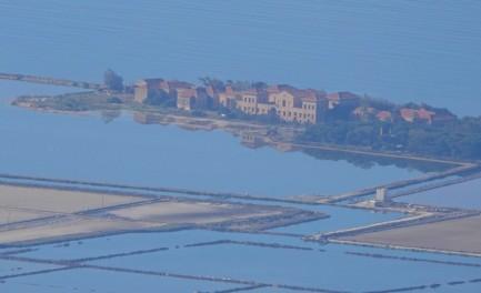 Vue sur les marais salants de Trapani depuis Erice