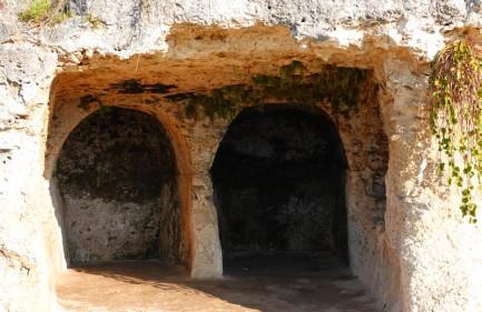 Syracuse - Parc archéologique de Néapolis - Voie des Sépulcres - Hypogées