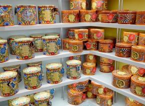 Castelbuono - Pâtisserie - Boites décorées contenant les panettones