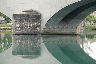 Avignon - Beau reflet sous le pont Daladier