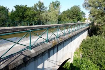 Balade à vélo de Dompierre-sur-Besbre à Digoin - Un petit pont-canal réalisé pour enjamber un cours d'eau