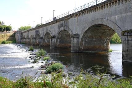 Balade à vélo de Dompierre-sur-Besbre à Digoin - Le pont-canal vu depuis le bord de la Loire