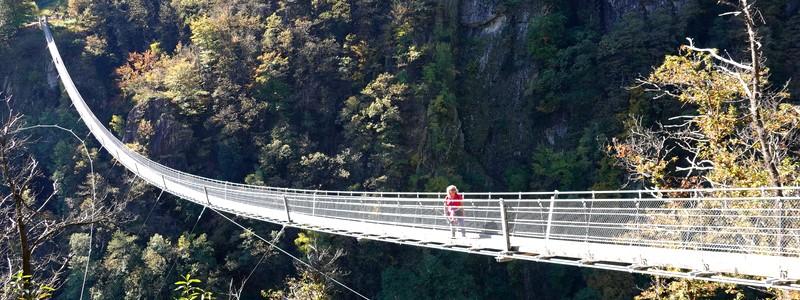 Sur les hauteurs de Bellinzona, 18km à pied de Mornera à Gudo, via le ponttibétain…