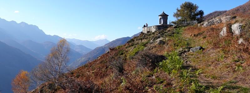 Entre escaliers en pierre et châtaigniers, une belle rando sur les hauteurs de laVallemaggia…