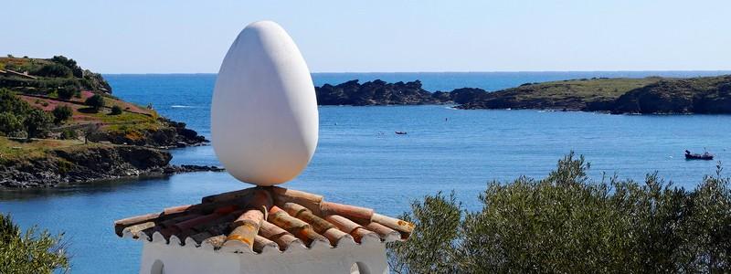 En visite chez Salvador Dali, dans sa très belle maison deCadaqués…