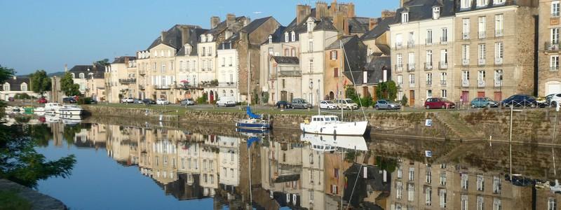 En passant par Redon, le long du canal de Nantes àBrest…